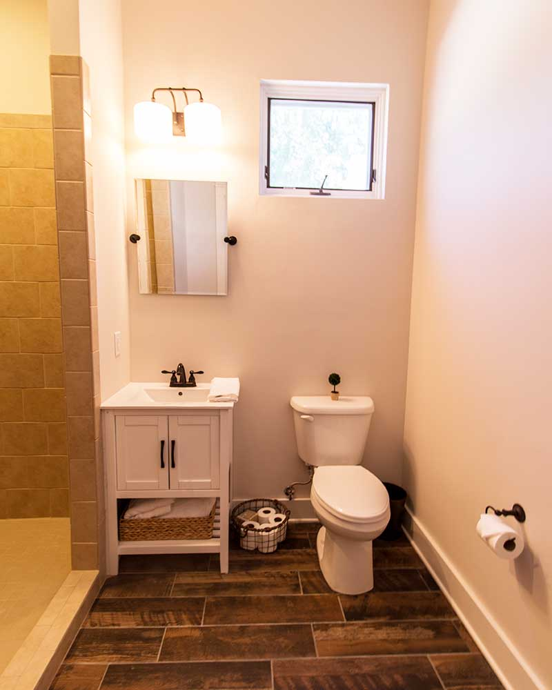 government-street-cottages-bathroom-b
